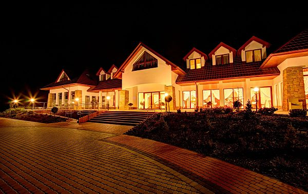Villa Carpatia nocą